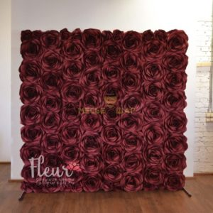 Фото-зона - Стена из бордовых роз