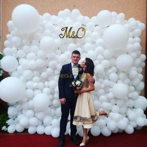 Воздушная фото-зона из шаров на свадьбу