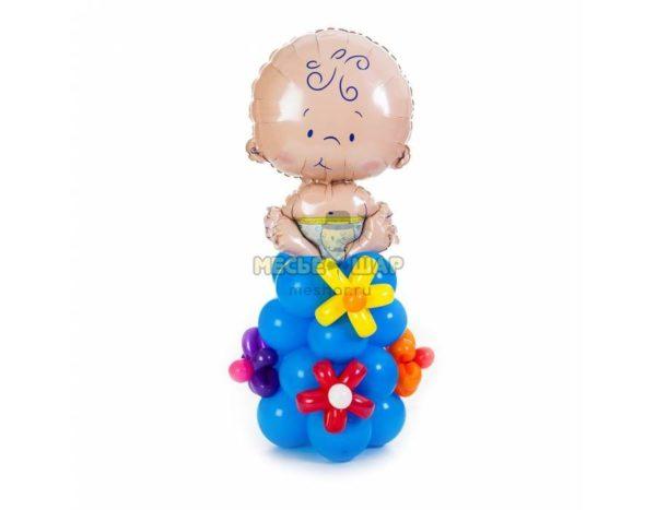 Пупс на стойке (мальчик) из шаров на выписку