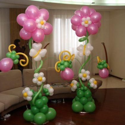 Большой цветок из шаров к 8 марта
