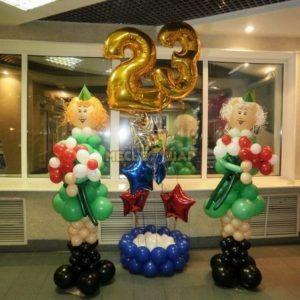 Девушки с композицией из шаров к 23 февраля