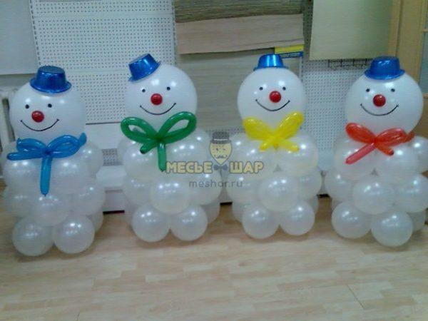 Мини снеговик из шаров на Новый год