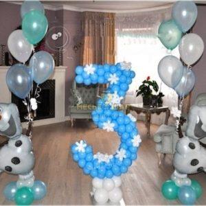 Цифра 3 с фигурами из воздушных шаров