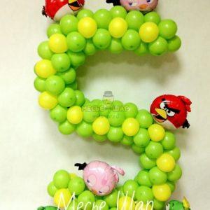 Цифра 5 с Angry Birds из шаров
