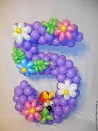 Цифра 5 с цветами из воздушных шаров