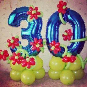 Цифра 30 с цветами из шаров