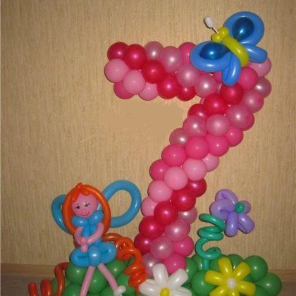 Цифра 7 с девочкой из шаров