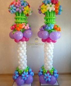 Стойка из шаров с цветами