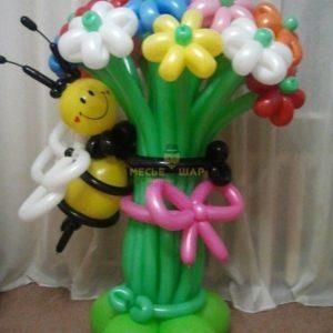 Букет с пчелкой из шаров