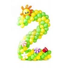 Цифра на каркасе с цветами из шаров