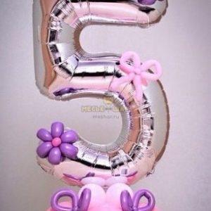 Цифра 5 на подставке с декором из шаров