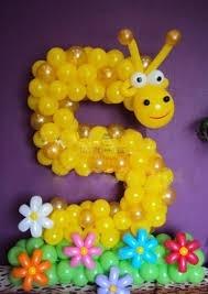 Цифра 5 и жирафик из шаров
