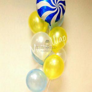 Фонтан с карамелькой из воздушных шаров