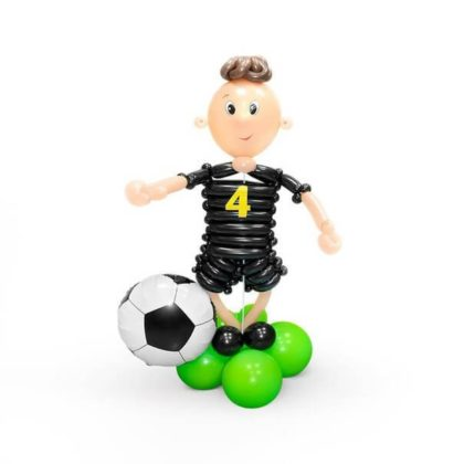Футболист из шариков детям