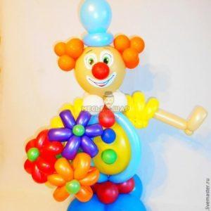 Клоун с букетом из шаров детям