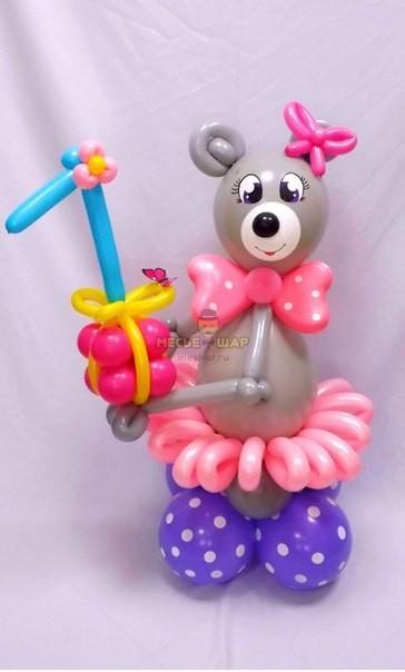Мишка с цифрой из шаров детям