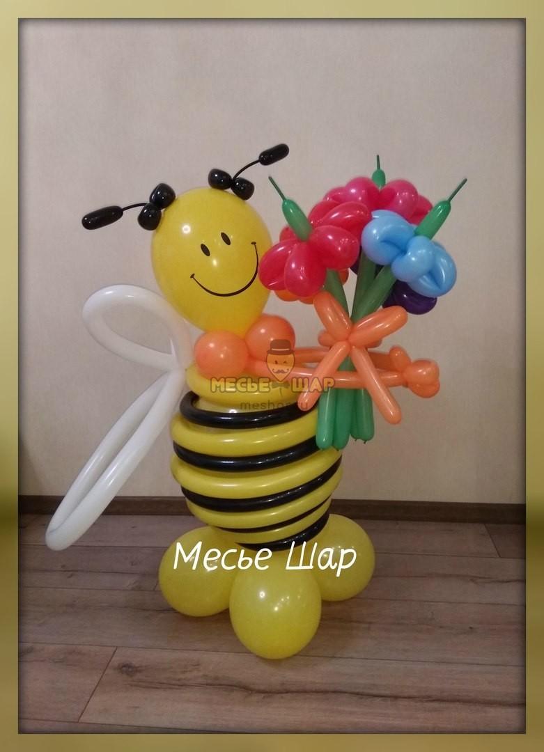 Пчелка шар с букетиком