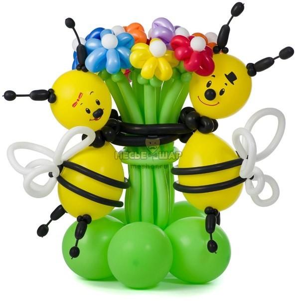 Пчелки с букетиком из шариков детям