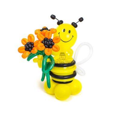 Пчелка шар с букетом