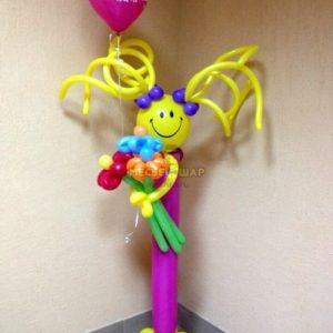 Стройняшка с букетом из шариков детям