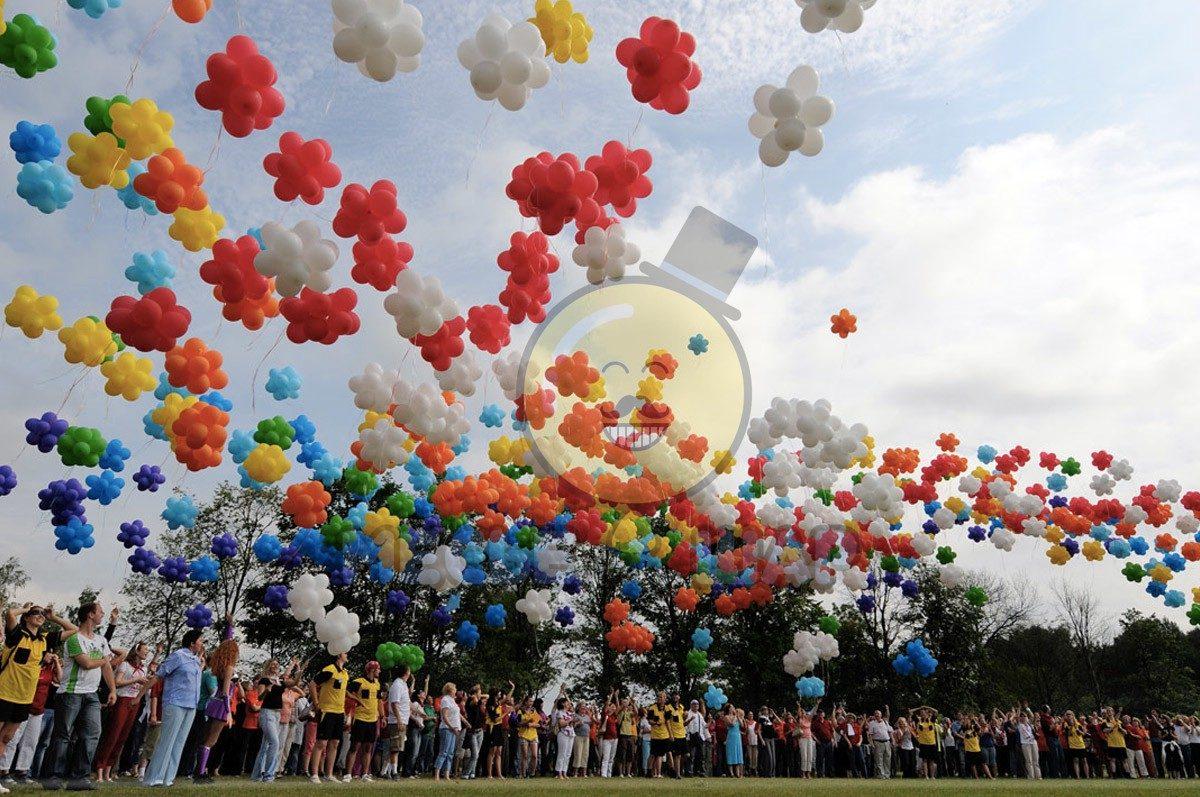 День учителя с воздушными шариками