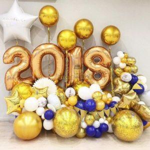 Композиция на Новый год из шаров