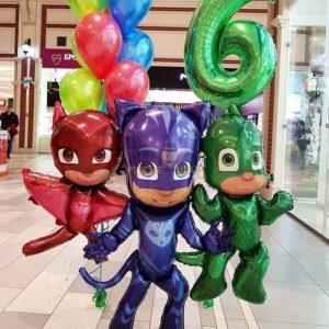Герои в масках и шары