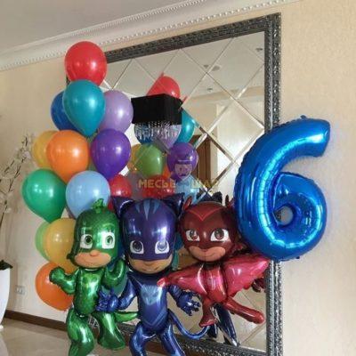 Герои в масках и воздушные шары