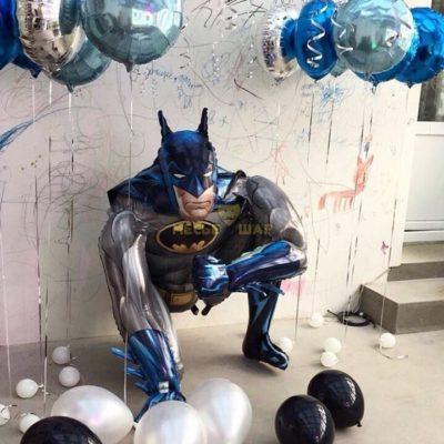 Ходячий Бэтмен из шаров