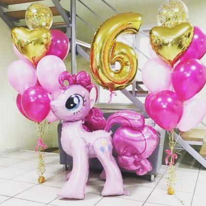 Розовая Пинки Пай с воздушными шарами