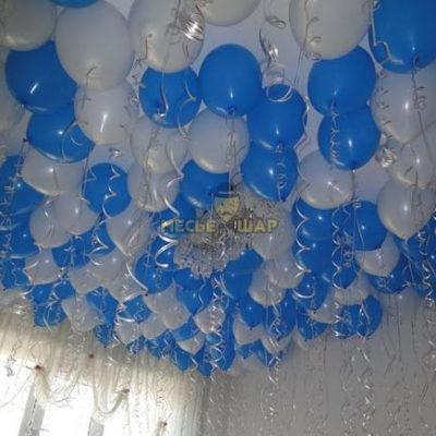 30 бело-голубых шаров