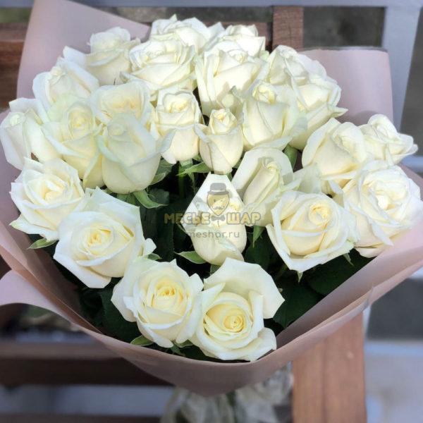 Букет белых роз 25 шт