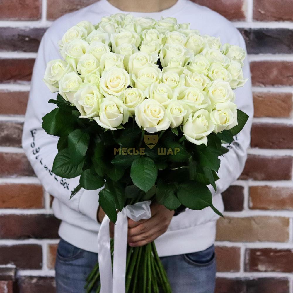 Букет белых роз 51 шт