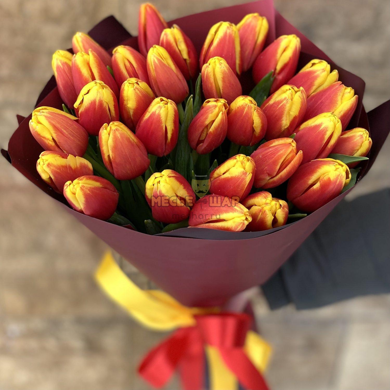 Букет огненных тюльпанов