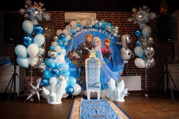 Фотозона Эльза и Анна с шарами