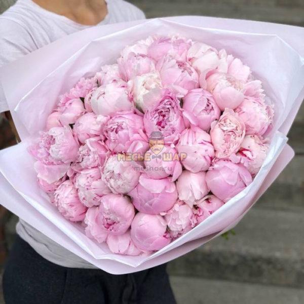 Букет 39 крупных розовых пионов