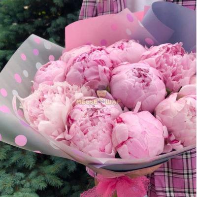 Букет 9 нежных розовых пионов