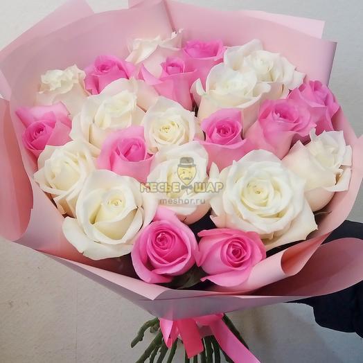 Букет белых и розовых роз микс