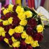 Букет красных и желтых роз