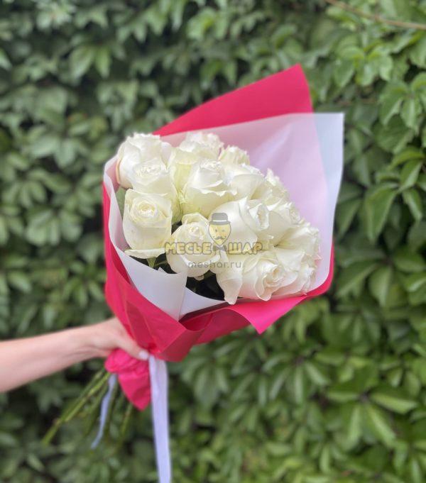 Букет белых роз 15 шт Эквадор 50 см