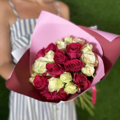 Букет красных и белых роз 25 шт Кения 50 см