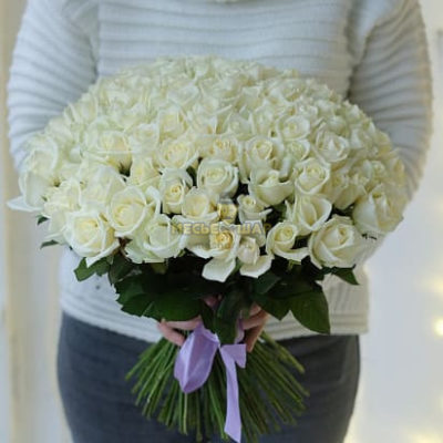 Букет белых роз 101 шт Россия 50 см