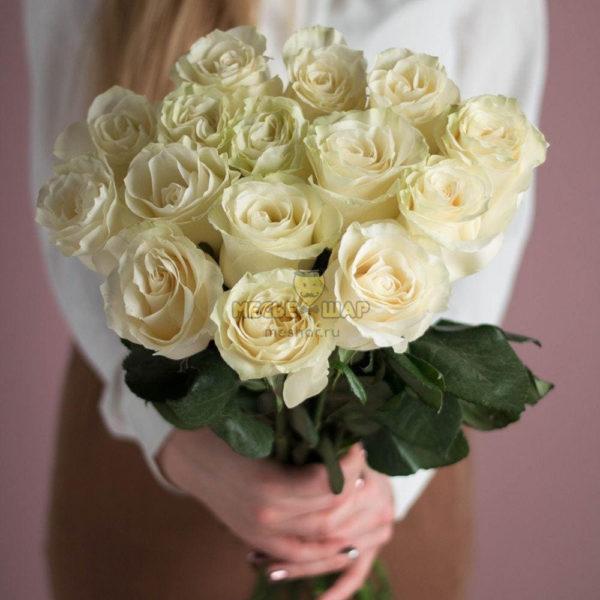 Букет белых роз 15 шт Россия 50 см