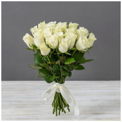Букет белых роз 25 шт Кения 50 см