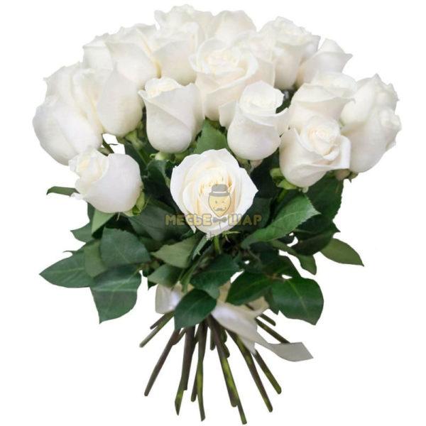 Букет белых роз 25 шт Россия 50 см