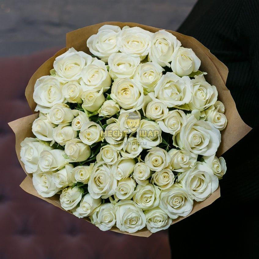 Букет белых роз 51 шт Россия 50 см