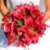 Букет-красных-лилий