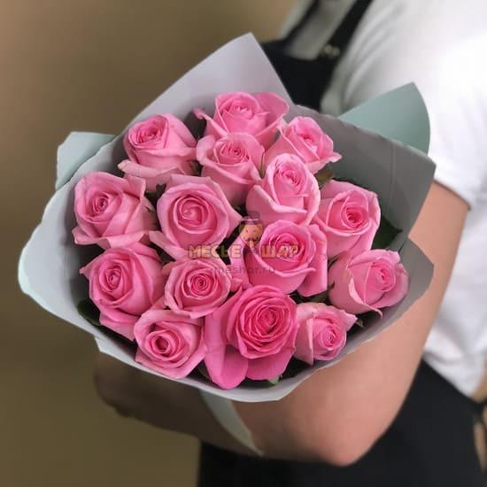 Букет розовых роз 15 шт Россия 50 см