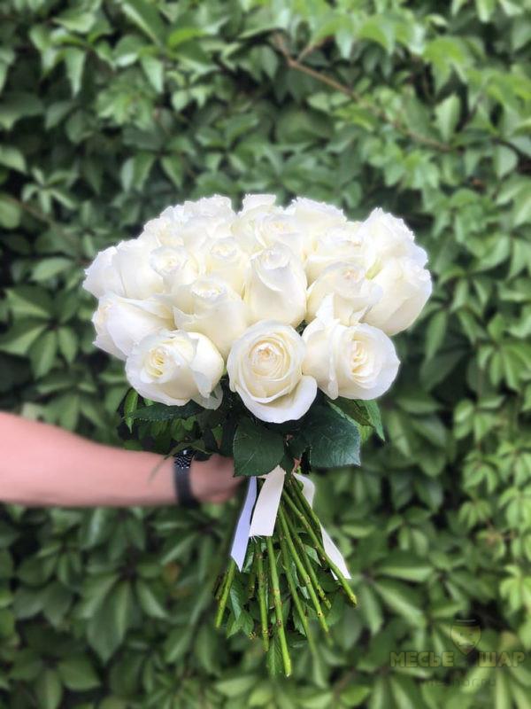 Букет белых роз 25 шт Эквадор 50 см