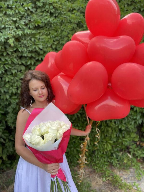 15 белых роз Эквадор + 20 сердец